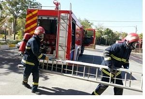 زن میانسال آبادانی محبوس در آتش نجات یافت