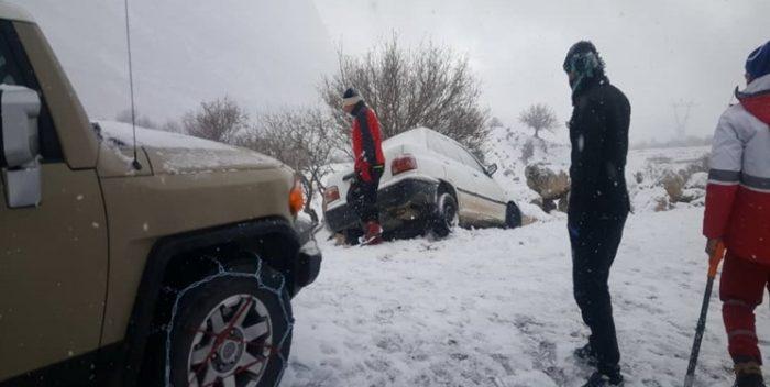 رهاسازی ۲۰۵ نفر در برف و کولاک تاراز خوزستان