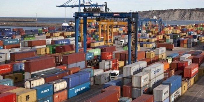 امسال ۹۸۰ هزار تن کالای اساسی وارد کشور شد