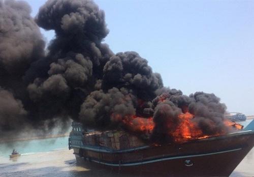 گرما عامل آتشسوزی ۲ لنج باری در هندیجان