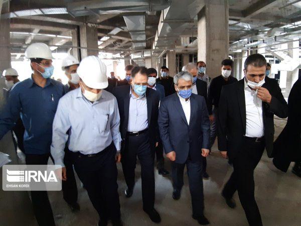 معاون وزیر بهداشت روند ساخت بیمارستانهای نیمه تمام دزفول را بررسی کرد