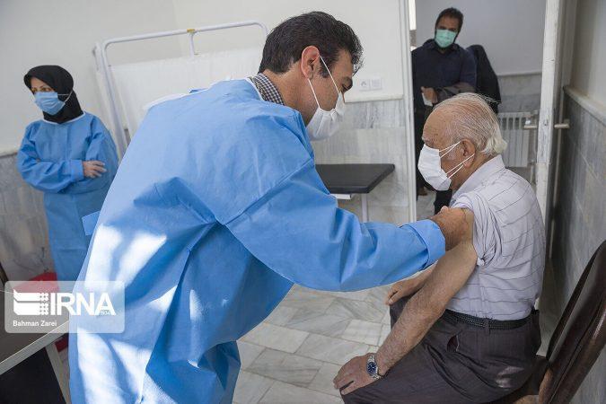 ۷۷ درصد افراد بالای ۷۰ سال در شرق اهواز واکسینه شدند