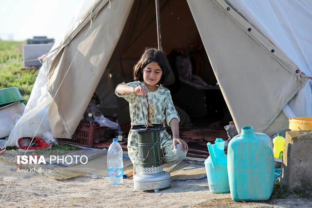 اهدای بستههای کالای خانگی به نیازمندان سیلزده خوزستان