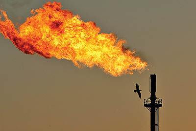 """نفتیها هم در مجاورت """"فلرها"""" کار میکنند"""