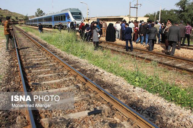 نقص فنی قطار اهواز – ماهشهر/مسافران با دو قطار راهی مقصد شدند