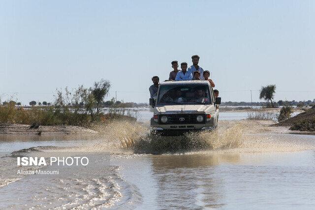استقرار گشتهای راهداری در جادهها برای مقابله با سیلاب احتمالی
