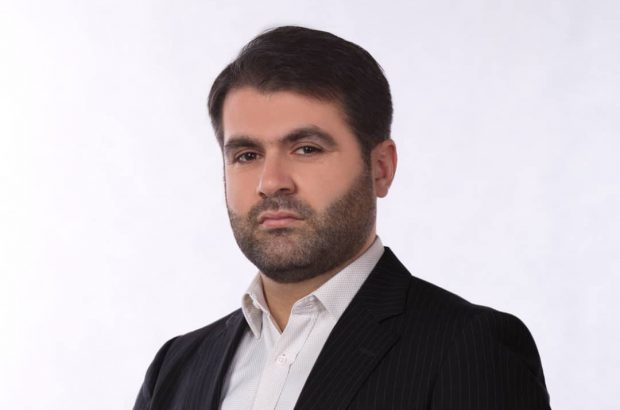 یونس اسفندیاری به دعوت جمعی از جوانان انقلابی در ششمین دوره انتخابات شورای شهر کلانشهر اهواز ثبت نام کرد